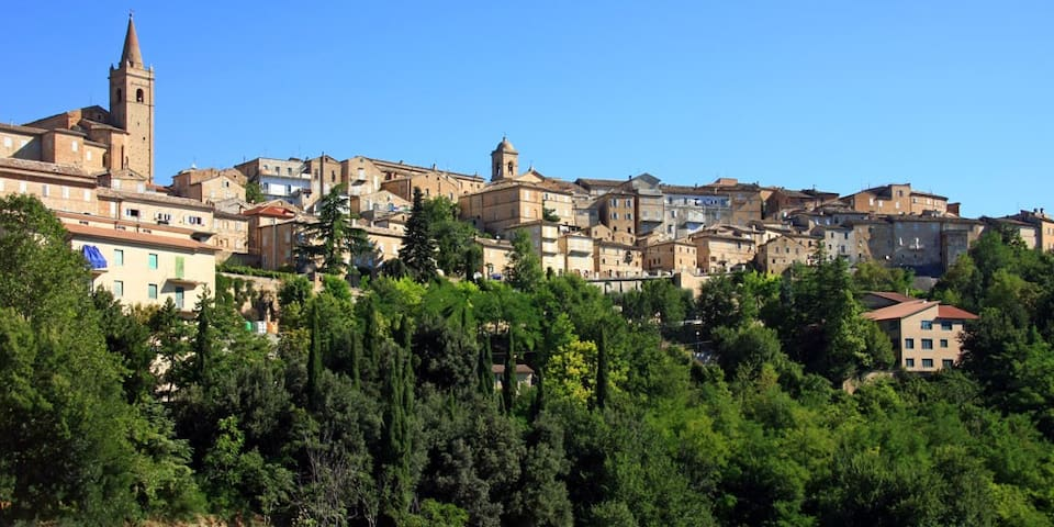 Le Marche, Ancona - Falerone - Dom
