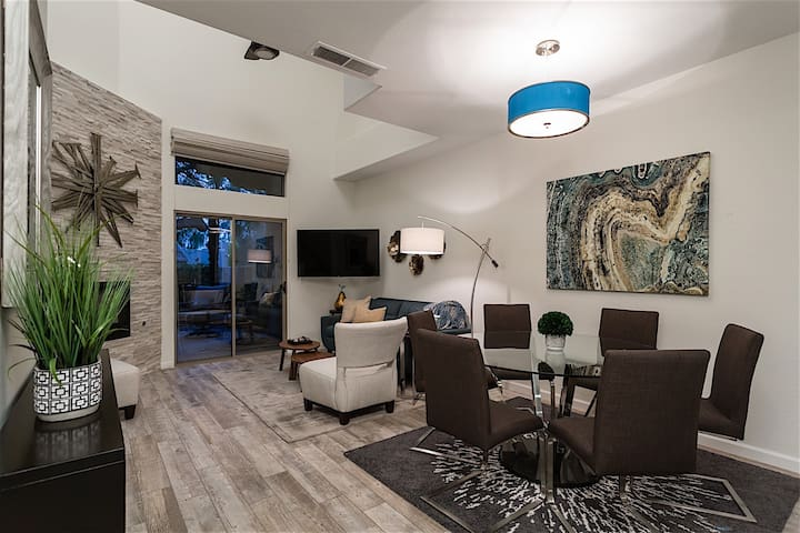 Best Scottsdale Location ~ Well Appointed 2BR Townhome in Popular Arroyo Madera