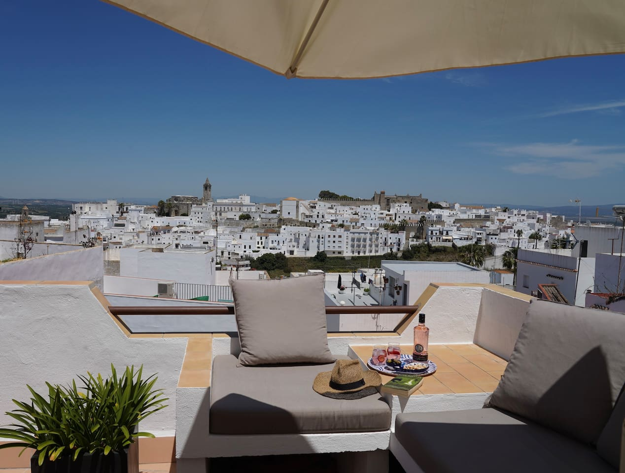 Welcome to your view from the roof terrace at Casa Colina Blanca.  Bienvenido a su vista desde la terraza de la azotea en Casa Colina Blanca.