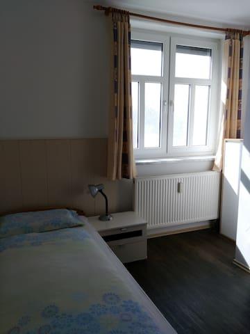 Zimmer mit eigenem Bad (EG3)