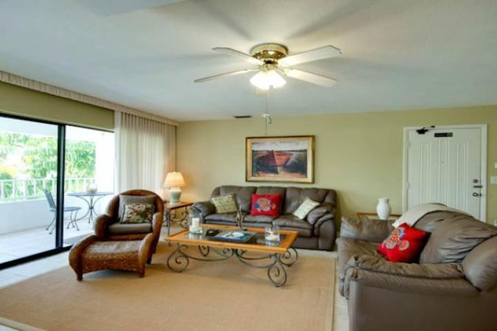 Charming townhome near the beach with balcony and shared heated pool
