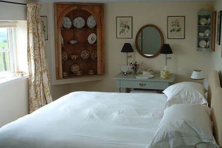 Lulworth Apartment - Stunning Views - Sherborne - Bed & Breakfast