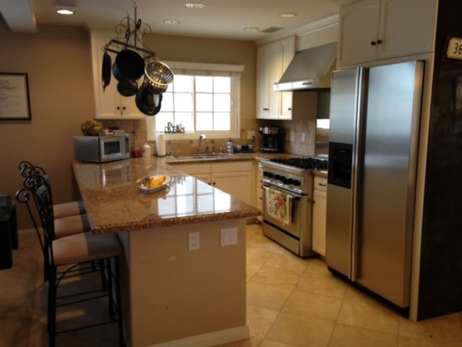 Stainless steel high-end appliances, high ceilings, highefully furnished.