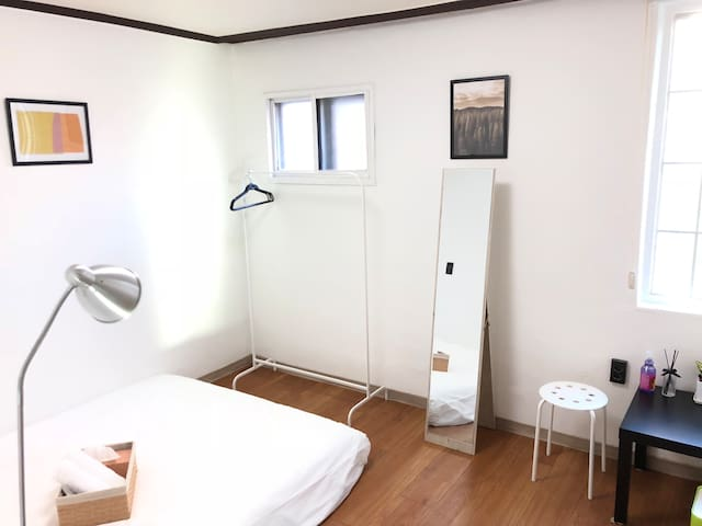Cozy & Clean Private Room w/5mins from Itaewon.