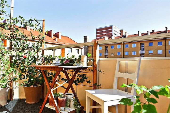 Calm room, tidy and bright, incl. breakfast - Malmö - Bed & Breakfast