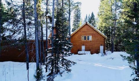 Big Bear Cabin close to Yellowstone Park in Idaho