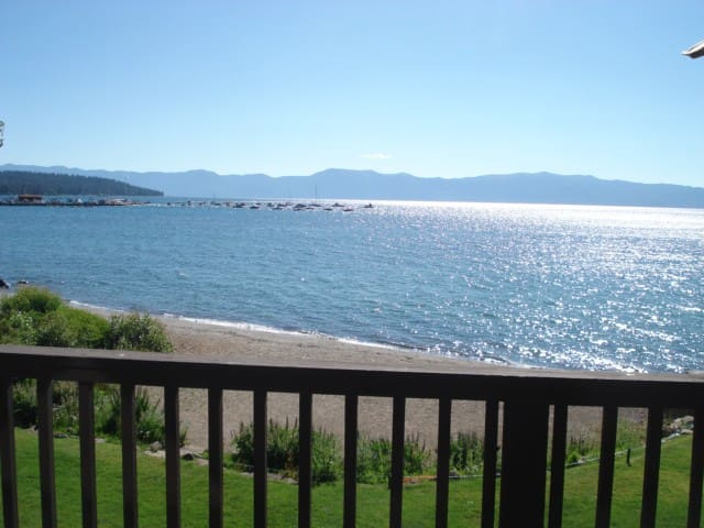 Beach front condo. On the lake - Tahoe City - Rumah bandar