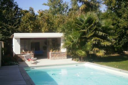 Apartments Houses Amp Villas With A Pool In Avignon