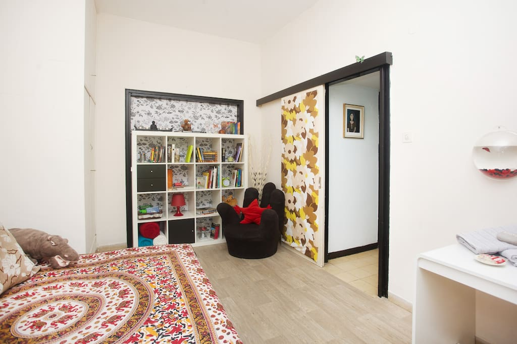 Guest bedroom overview