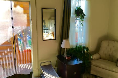 A Quiet, Private Studio in the Heart of Shadyside - Pittsburgh