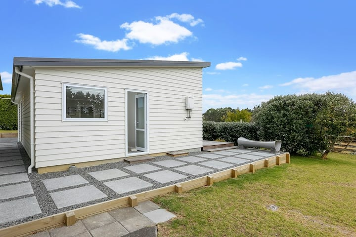 Feijoa Cottage - Your Home Away From Home