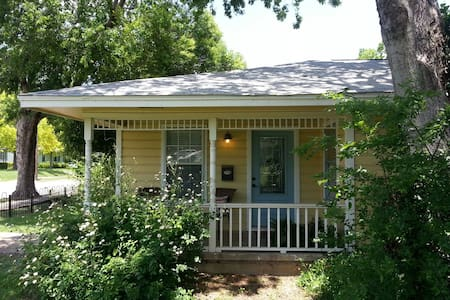 Mockingbird Cottage: Historic Area - McKinney