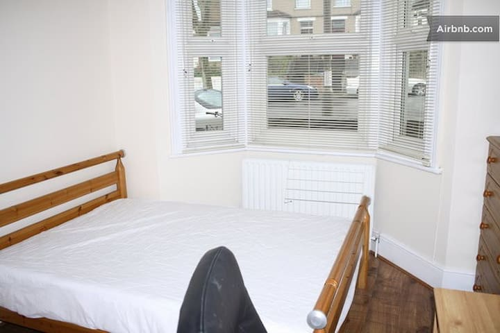 Double Room with Parking  - Londres - Casa