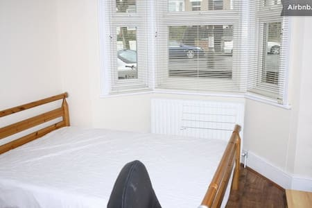 Double Room with Parking  - Londres