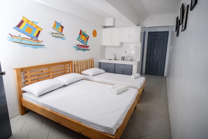 2 beds, 3 pax, studio room In FLM Apartelle
