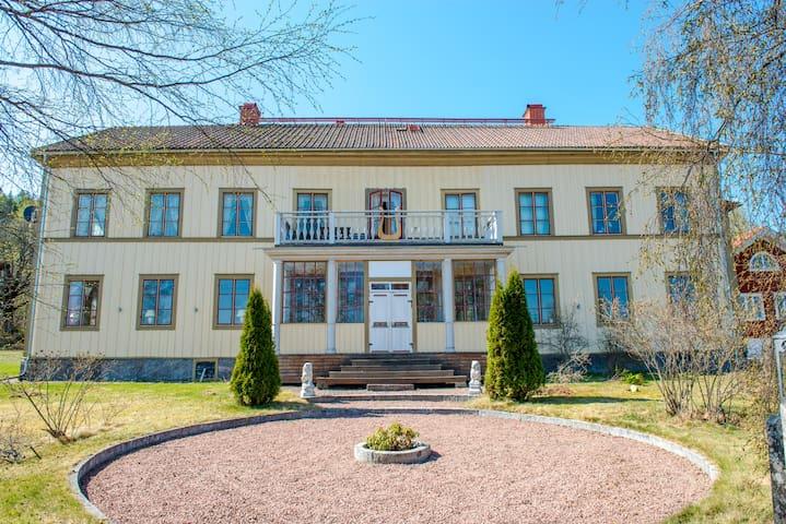 Lôkes - large and unique Hälsingegård in Järvsö