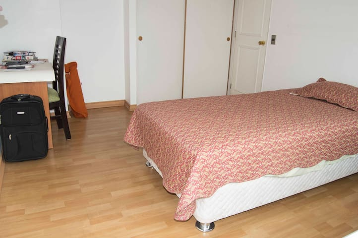 Nice and confortable room with private bathroom. - Ñuñoa