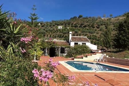 Casa rural con piscina en Málaga - Sayalonga