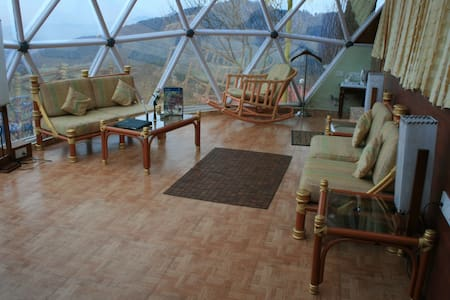 Jungle Meadows Glass Cottage - Chail