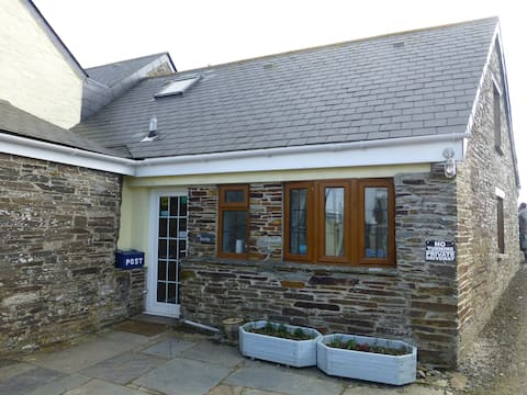 Beaver Cottages - The Smithy, close to Tintagel