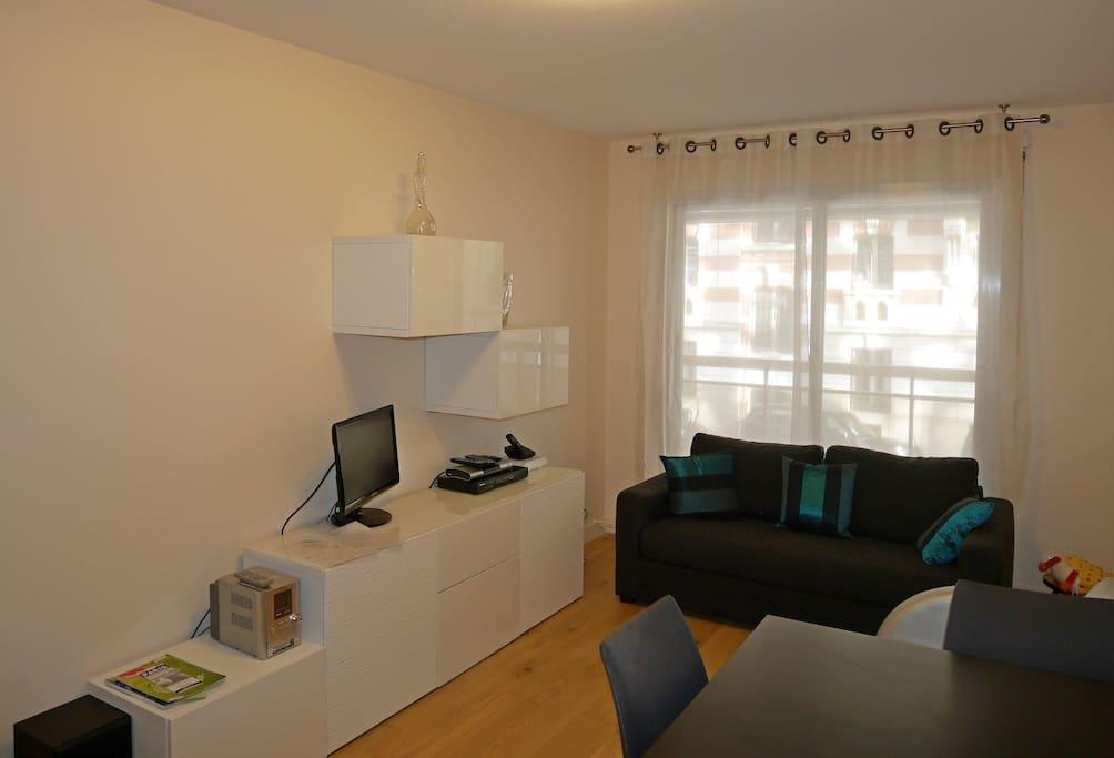 Living room / wifi / TV / sound system
