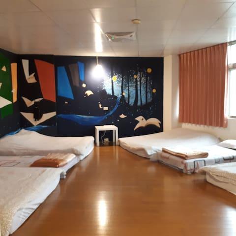 8~10人日式木地板通鋪  8~10 person room