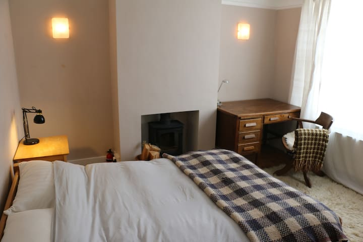 Quiet, light, spacious double room