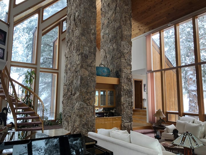 Mega Mountain Mansion (Vintage 80s—30 Day Rental!)