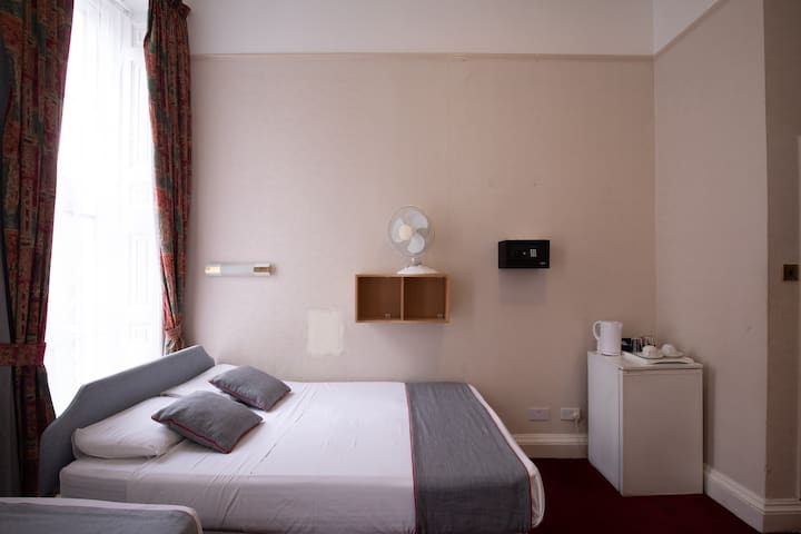 Deluxe Triple Room in OYO Boston Court Hotel