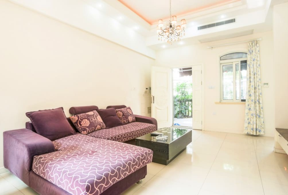 入户客厅,沙发可以提供加床
