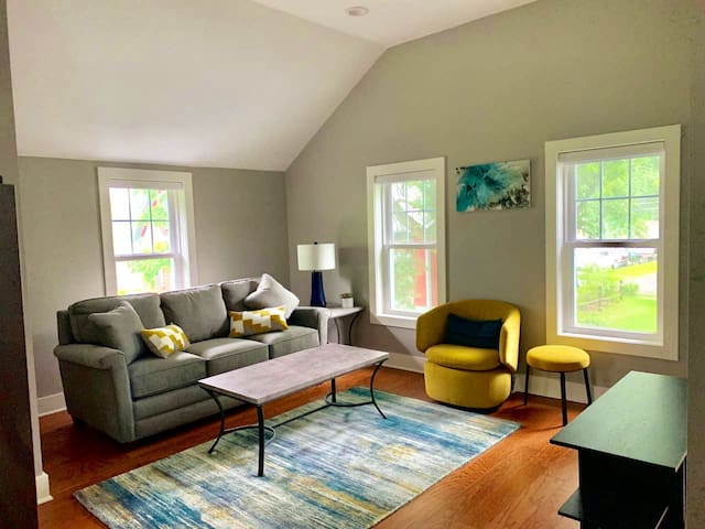 Beautifully renovated carriage house-a real gem!