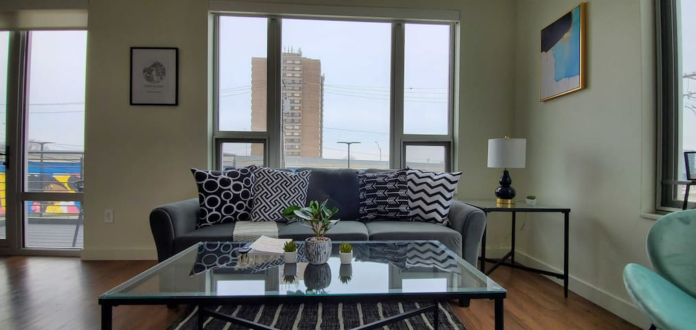 Luxurious 2BR Apt with Pool