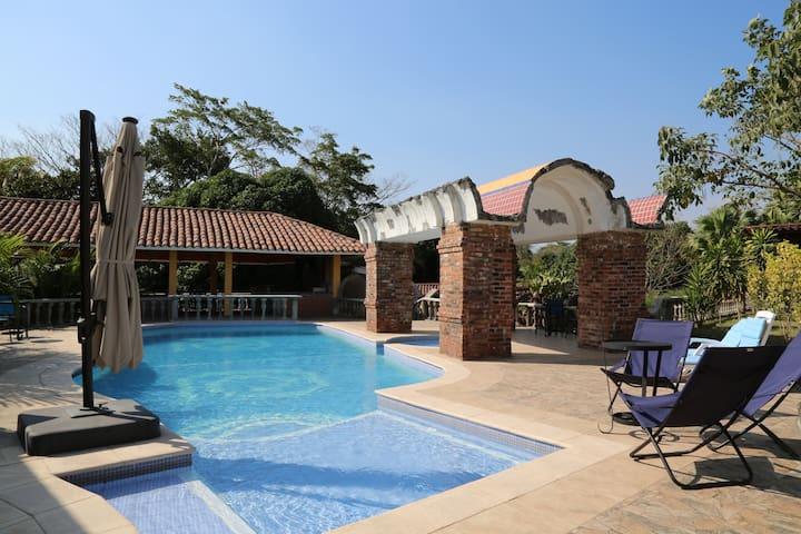 Habitacion #2 privada para 4 en Hacienda La Alhaja