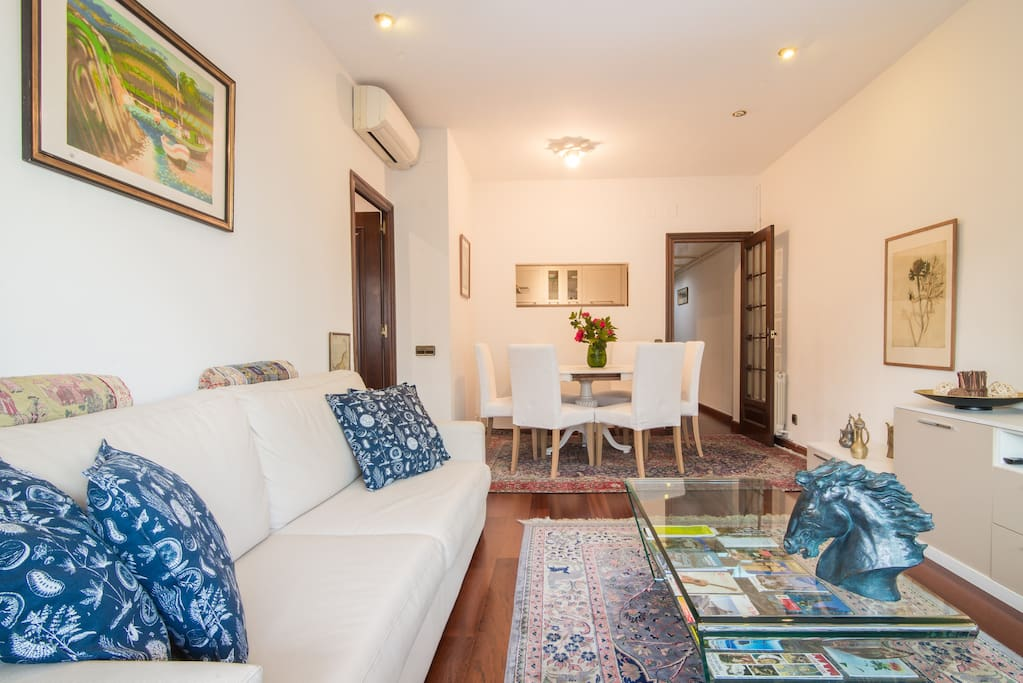 Superbe t4 avec terrasse en centre ville appartements for Appartement a louer a barcelone avec piscine