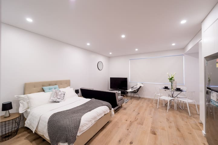 Brand NEW,  Darling Harbor Sydney City Apartment