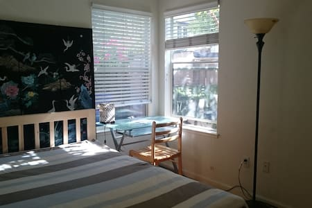 Charming room near the beach four - Alameda
