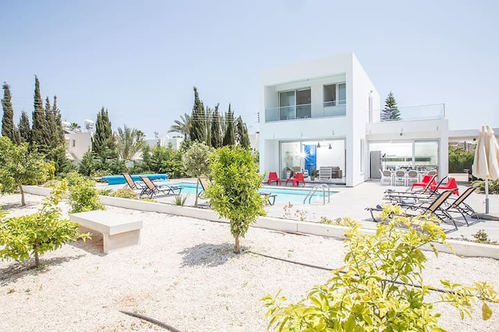 Protaras Holiday Villa CCV1