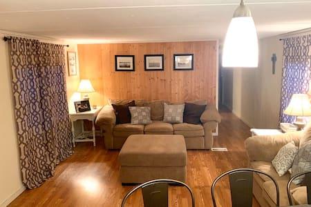 Quaint Lake Lodge Retreat at Fort Cobb Lake