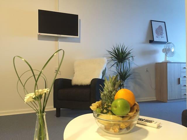 6-8 pers. værelse med TV. - Rødding - Appartement