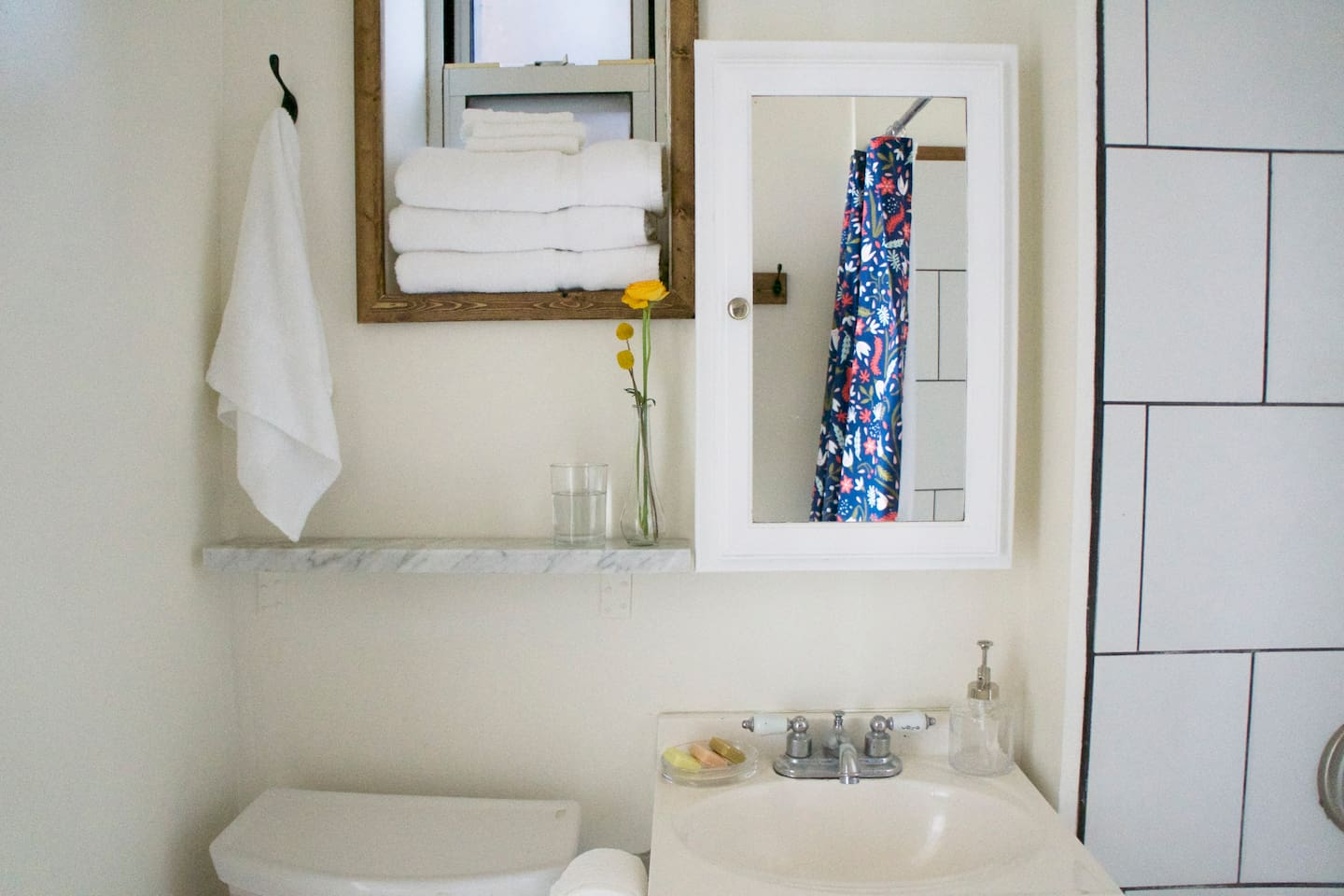 You will find fresh white linens, shampoo and conditioner available in the bathroom.