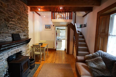 RASHLEIGH'S ROMANTIC HOLIDAY COTTAGE FOR COUPLES