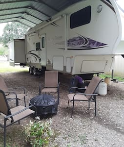 Comfy, spacious, quiet, peaceful 2 bedroom rv