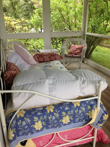 Screened In Porch in HudsonValleyFarmhouse - Hopewell Junction