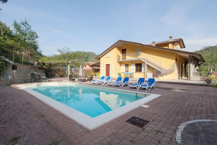 Casa con piscina vicino 5 terre