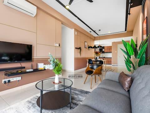 Kyzer's Krib @ BSP21 - 4 bedroom Lake View + WIFI