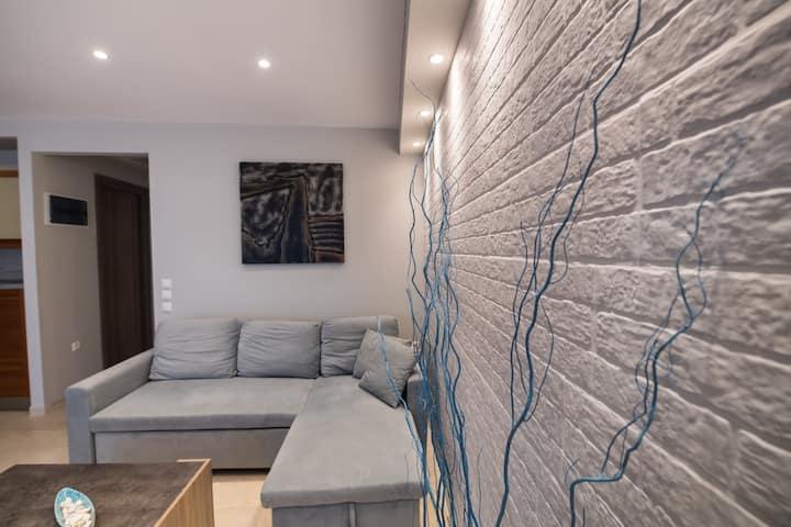 Modern flat in Lefkada town with en suite bathroom