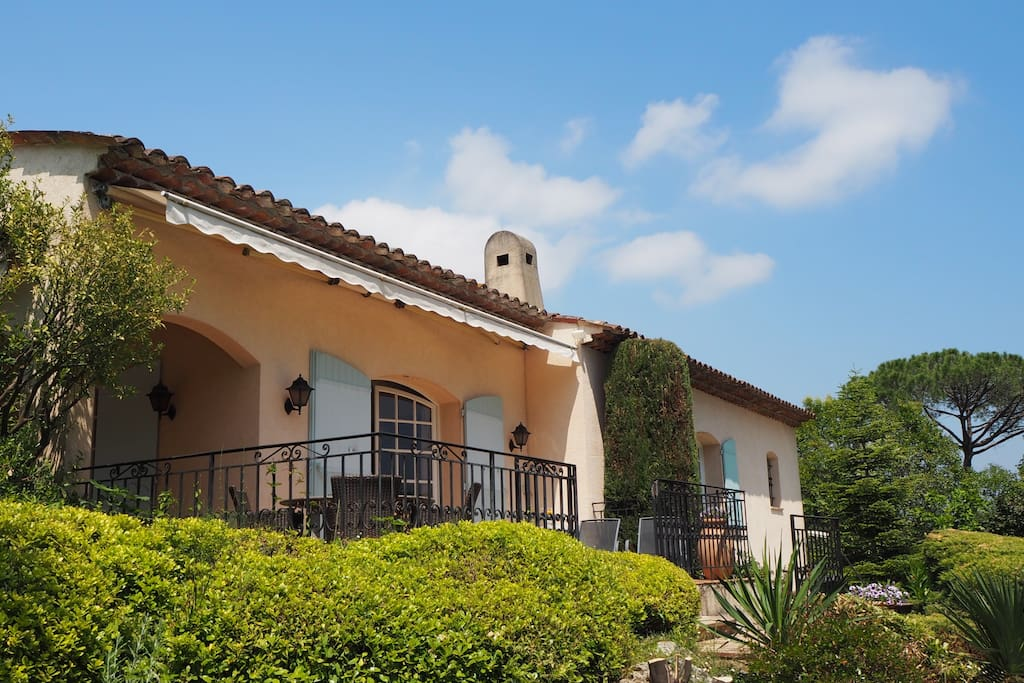 A beautiful 4 bedroom villa with large garden and private swimming pool in the heart of France's Côte d'Azur