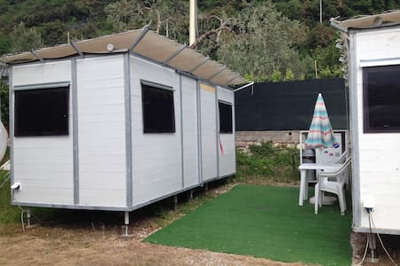 Simple bungalow in a camping site - Malcesine - Capanna