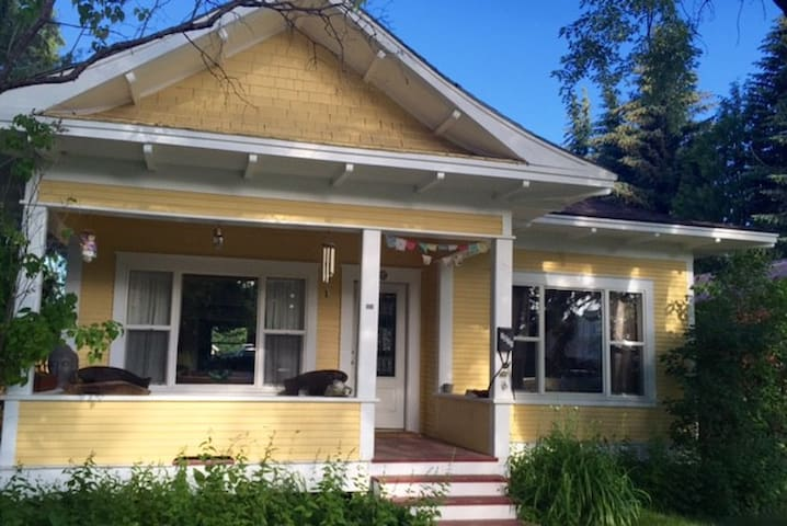 Cozy yellow bungalow - Sandpoint - House