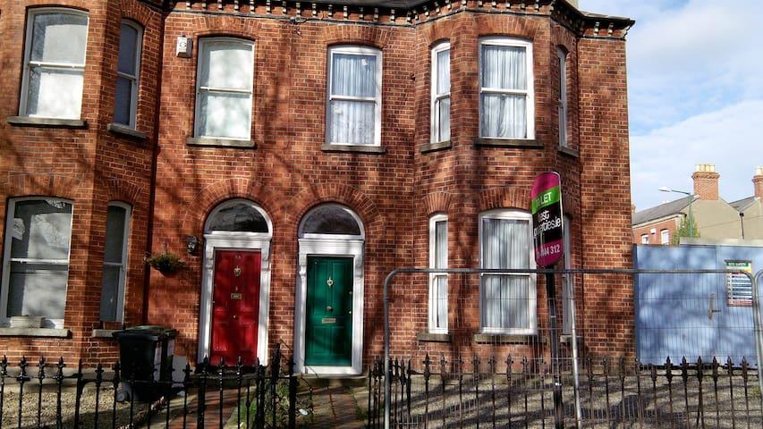 En suite room in house share 2 - Dublin - Huis